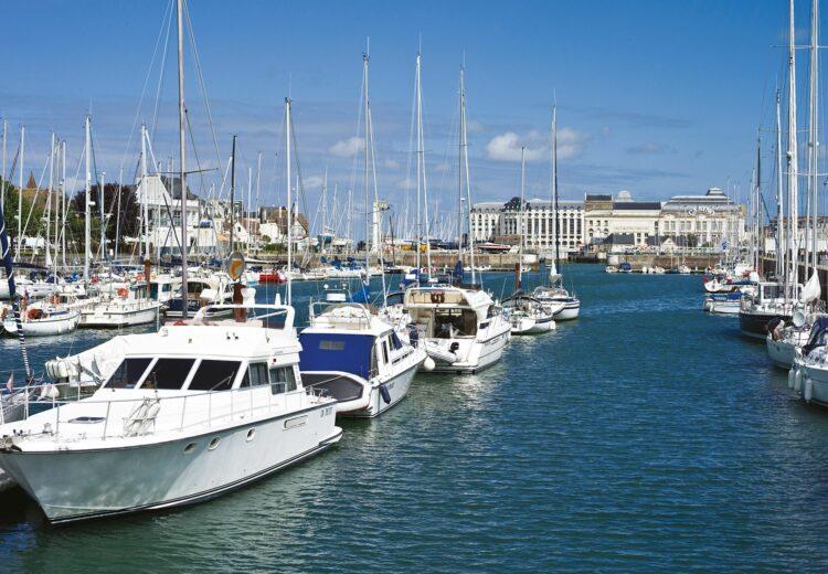 Bateaux dans le port de Trouville sur mer
