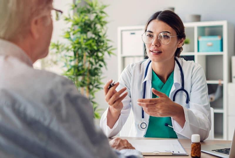 Consultation médicale entre un médecin et son patient