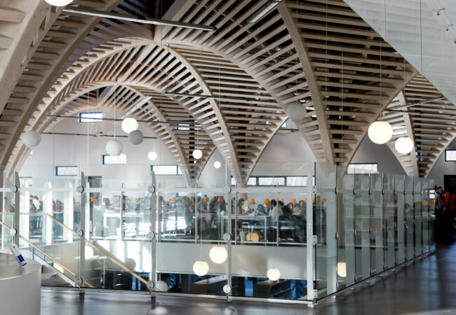 Intérieur de la bibliothèque universitaire de Caen