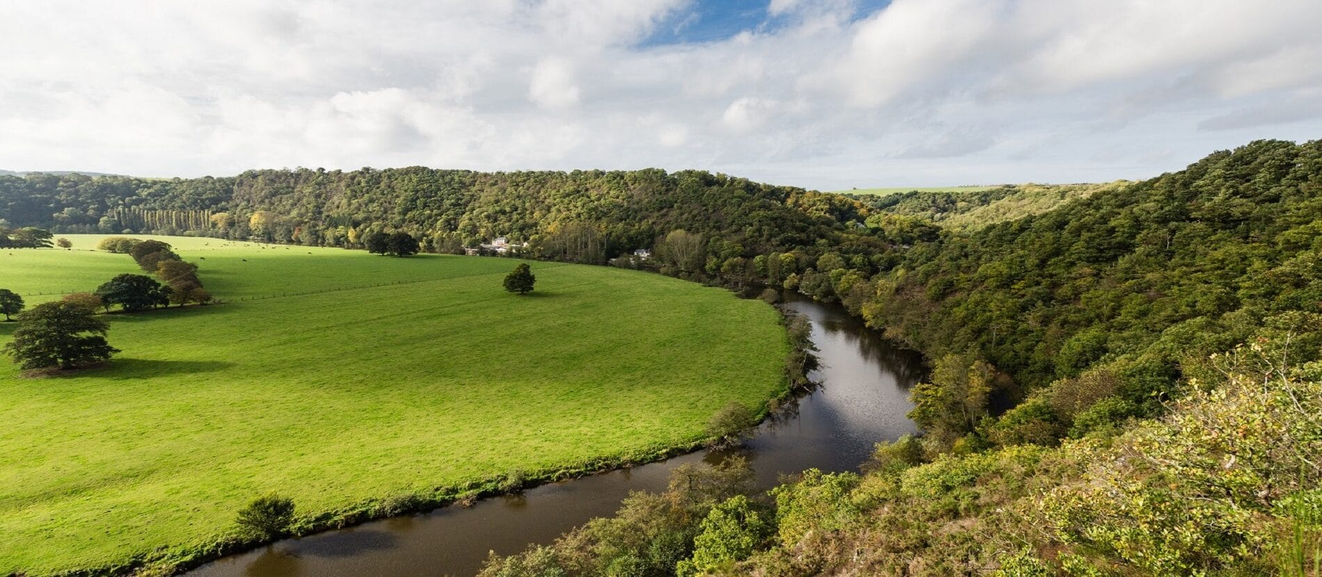 paysage avec cours d'eau