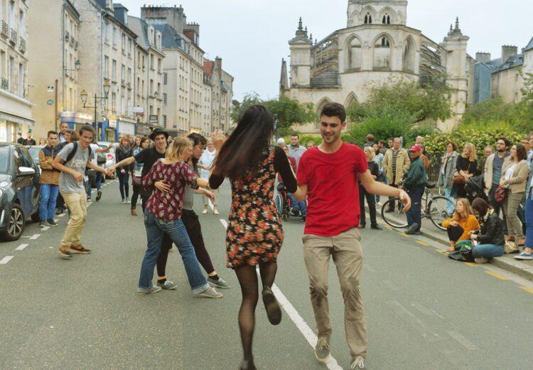 Danseurs au centre-ville de Caen